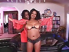 BLACK MILF HAVING A GOOD FUCK SESSION
