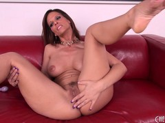 Hard case Syren spreads her legs to have more good access to finger